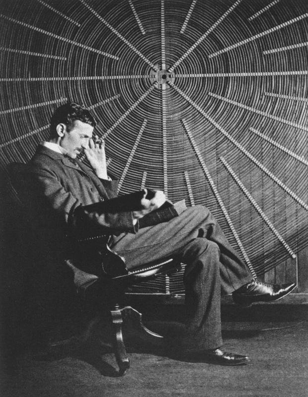 Nikola Tesla in laboratory